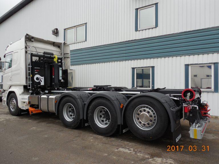 Multilift lastväxlare XR21 och plogutrustad med Tellefsdal plogfästen och fasta hyvelblad.