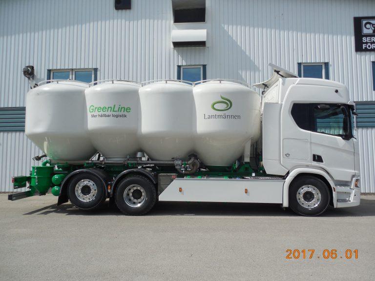 Överflyttning av bulkbehållare med kompressorpaket.
