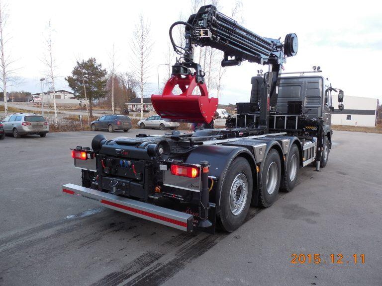 FMX med Hiab 322 och växlare XR18, skopa