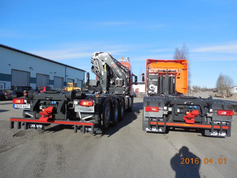 Scania 8X4 med Hiab 322E5 och XR21